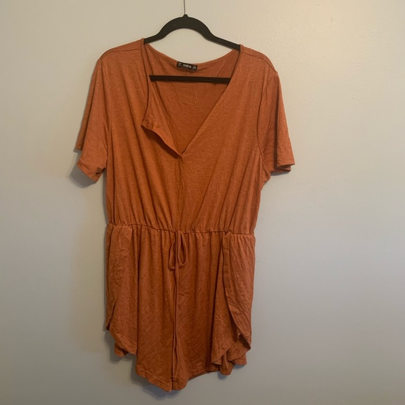Orange T-shirt romper vneck with buttons